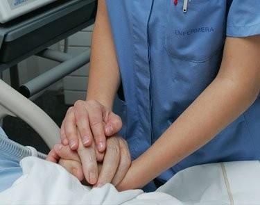 Enfermera cuidando